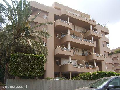 בבלעדיות בהרצליה הירוקה בדוד שמעוני דירת 5 חדרים חניה ומחסן