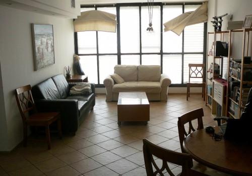 בבלעדיות בהרצליה בסוקולוב במיקום מרכזי למכירה דירת  3 חדרים שירותים כפולים מלאים אחד ביחידת ההורים מעלית חניה מיזוג מרכזי