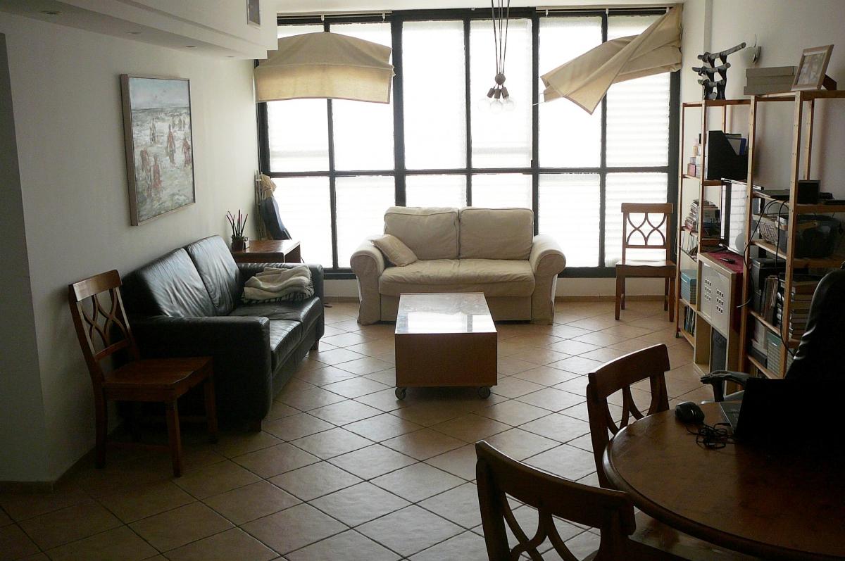 בבלעדיות בהרצליה בסוקולוב במיקום מרכזי למכירה דירת  3 חדרים שירותים כפולים מלאים אחד ביחידת ההורים 2 מעליות חניה מיזוג מרכזי