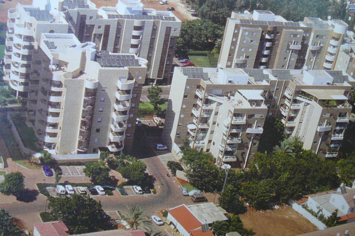 בהרצליה בבלעדיות ברחוב חנה סנש להשכרה דירת 5 חדרים
